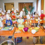 wakacje z końmi w KJ Huzar, kolonie z końmi, kolonia fotograficzna, kolonia kulinarna, gotowanie w wakacje.